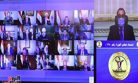رئيس الوزراء يرأس اجتماع الحكومة الاسبوعى عبر الفيديو كونفرانس (2)