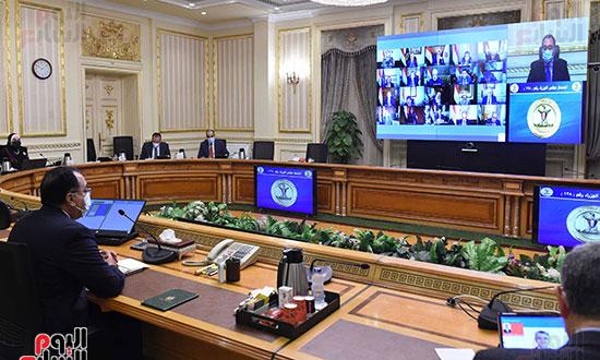 رئيس الوزراء يرأس اجتماع الحكومة الاسبوعى عبر الفيديو كونفرانس (1)