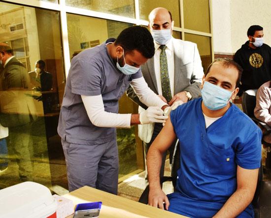 تطعيم-الأطباء-بمحافظة-أسوان