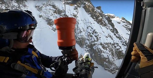 لحظة سقوط متزلج ونجاه من الموت في جال الألب الفرنسية (2)