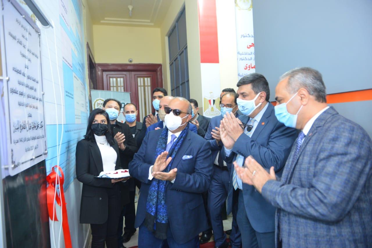 مساعد وزير التموين خلال افتتاح  مكتب السجل التجارى النموذجى بمنطقة شمال القاهرة