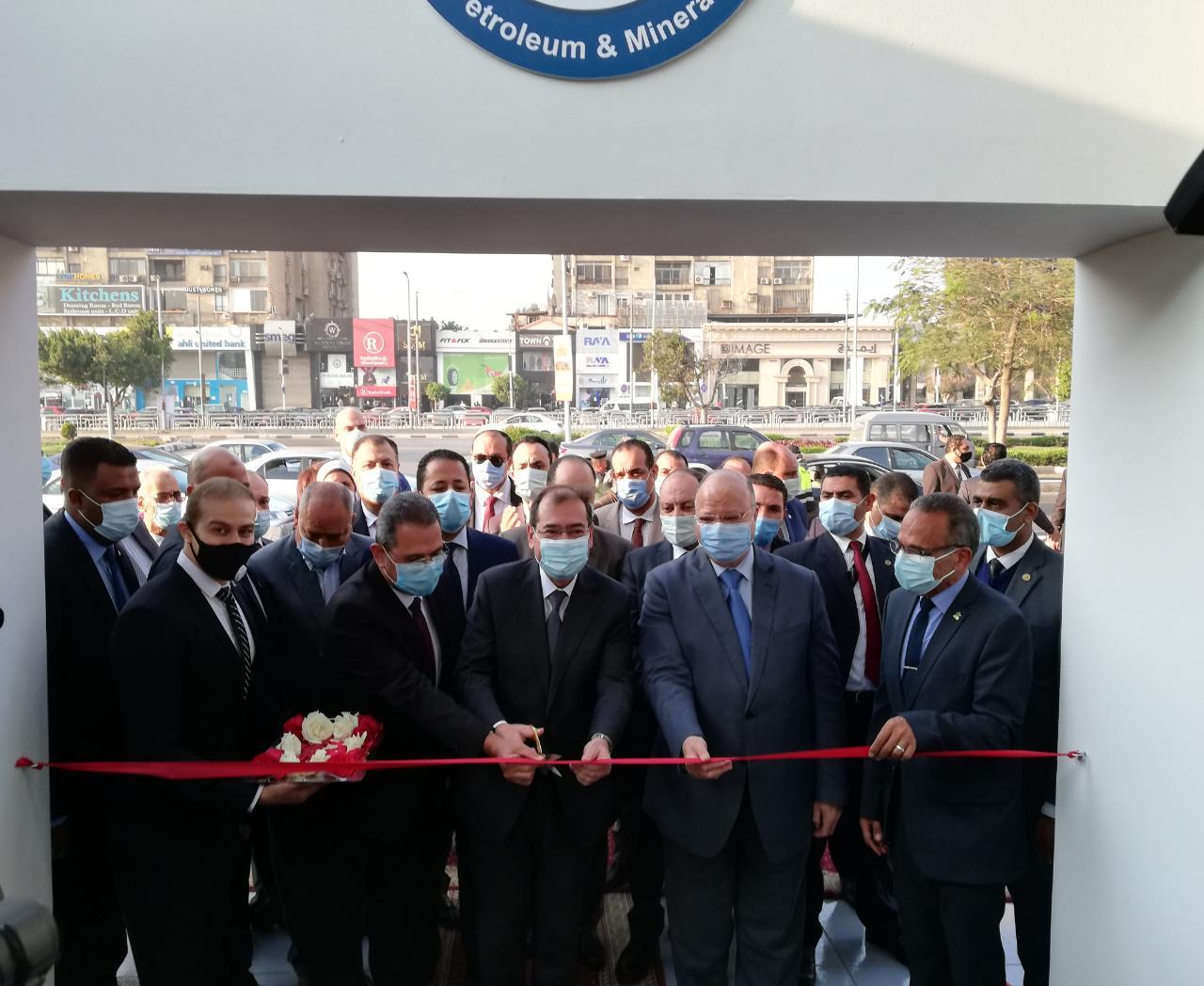 افتتاح الوزير لمحطة الاستاد لتموين السيارات بالغاز