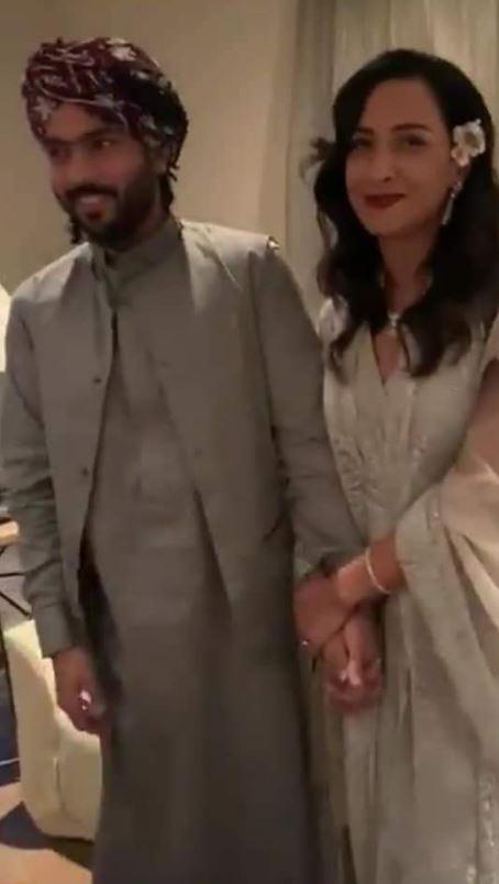 سيدة أعمال سعودية برفقة زوجها