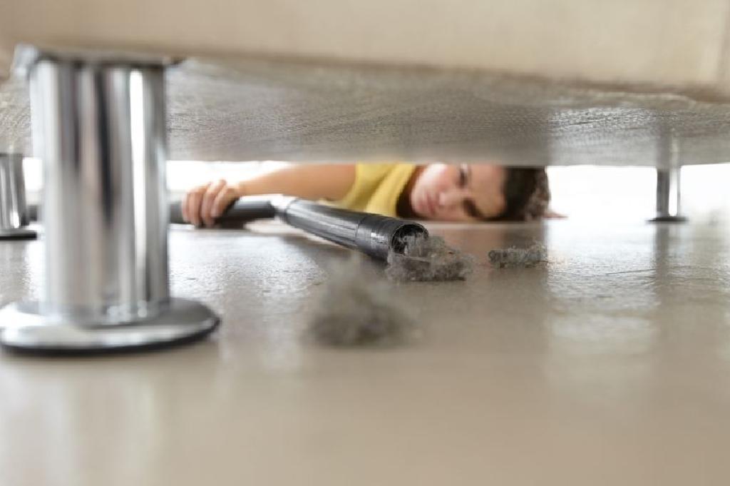 التنظيف تحت السرير