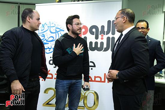 أحمد زاهر فى صالة تحرير اليوم السابع مع خالد صلاح وقيادات التحرير