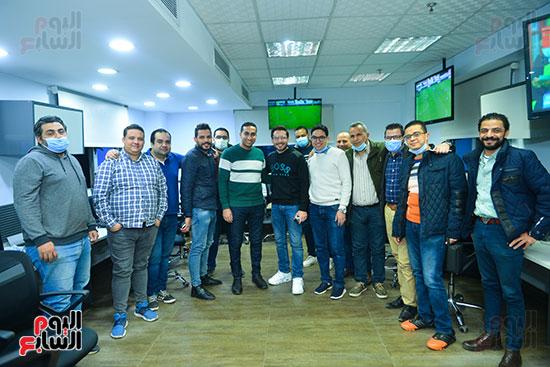 الفنان أحمد زاهر والزملاء بقسم الرياضة