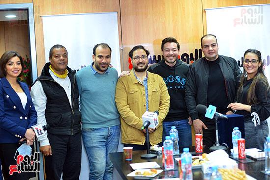 أحمد زاهر مع الزملاء بقسم الفن