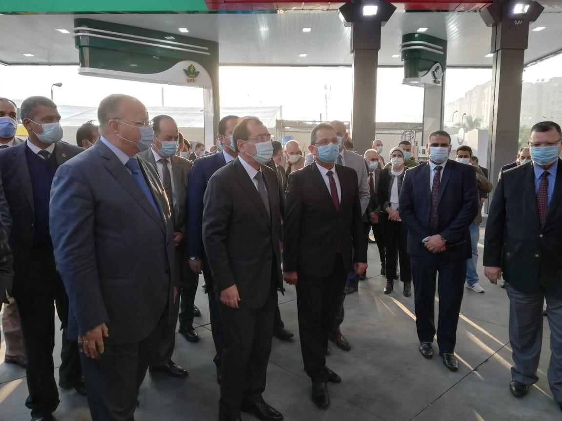 وزير البترول ومحافظ القاهرة يتفقدان المحطة