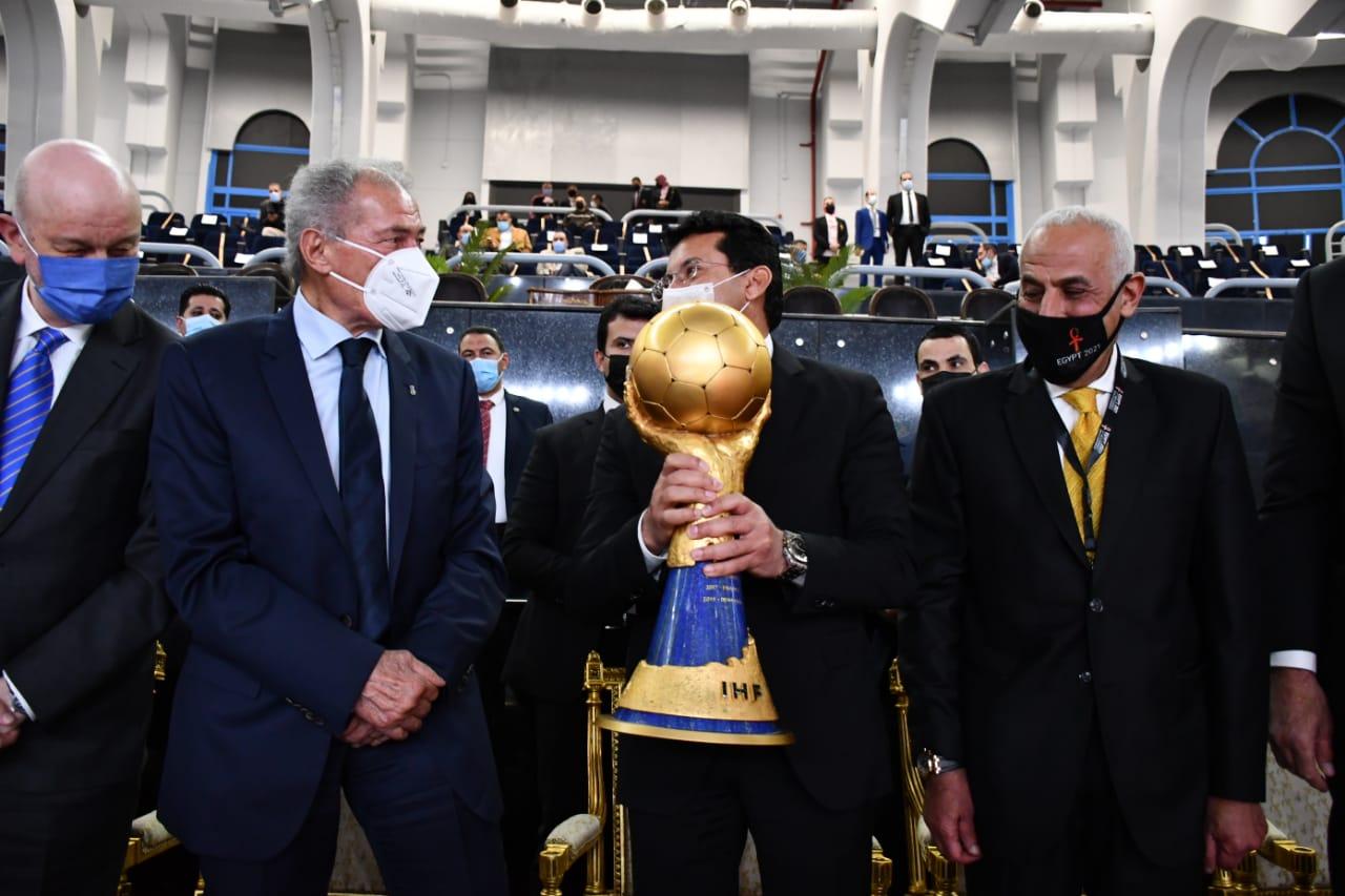 وزير الرياضة وكاس العالم
