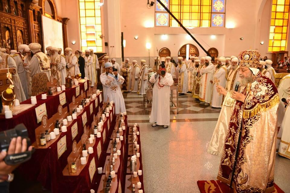 تواضروس يصلي زيت الميرون(1)