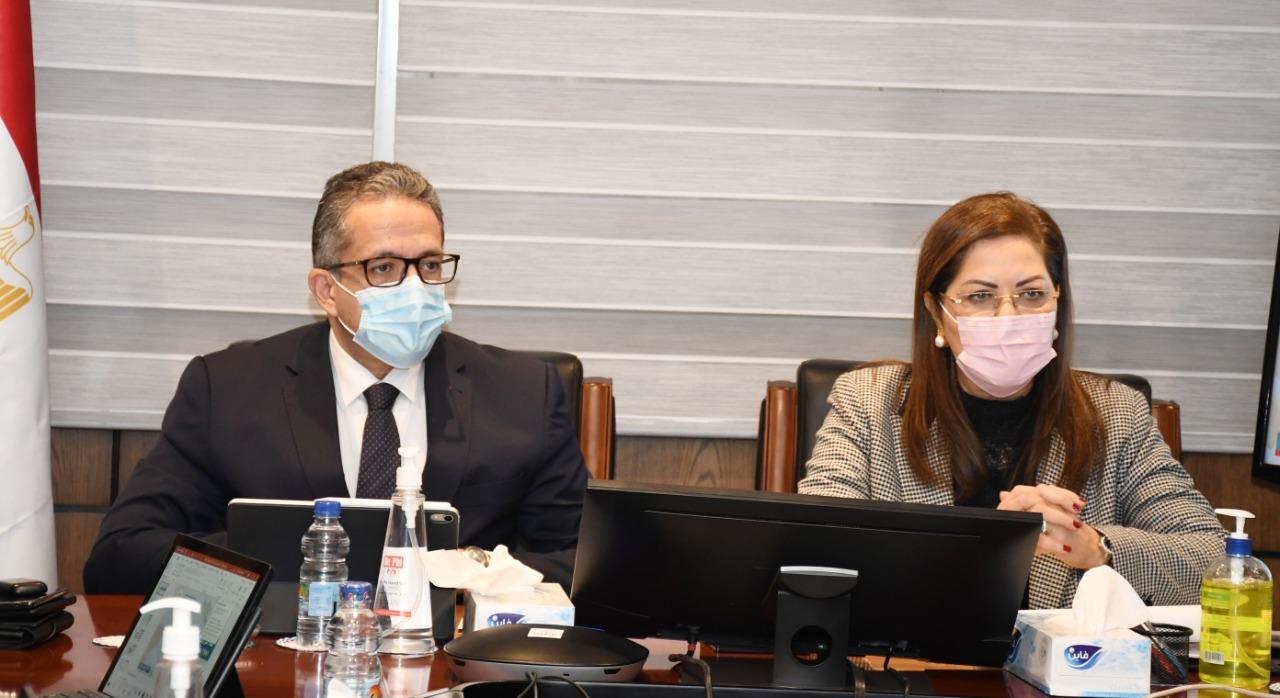وزيرا التخطيط والسياحة والآثار خلال الاجتماع