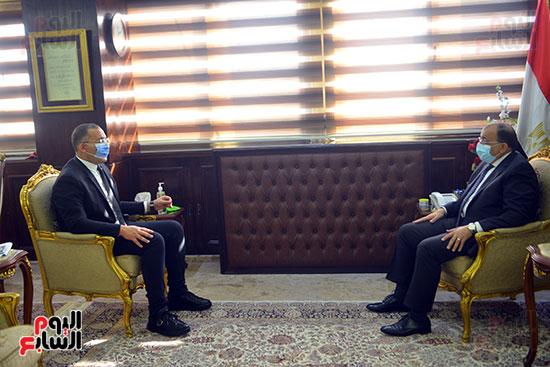 وزير التنمية المحلية فى أجرأ حوار مع خالد صلاح على تليفزيون اليوم السابع (3)