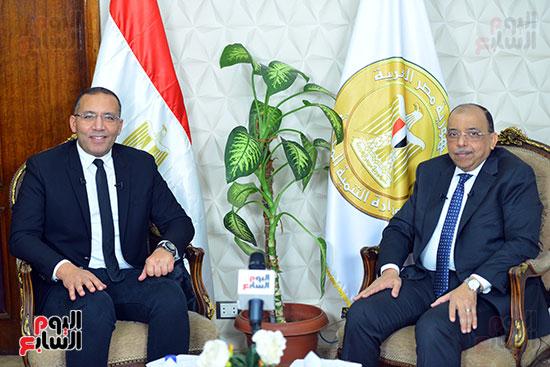 وزير التنمية المحلية فى أجرأ حوار مع خالد صلاح على تليفزيون اليوم السابع (1)