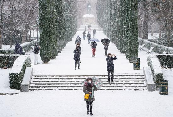 الثلوج تكسوا شوارع إسبانيا