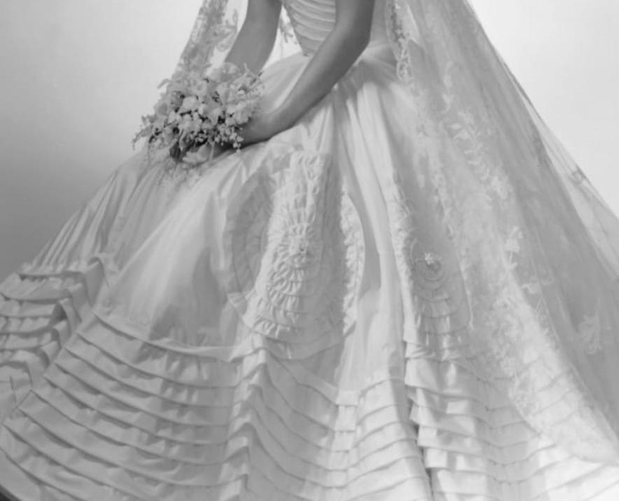 تفاصيل الفستان