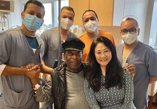 Pele leaves hospital