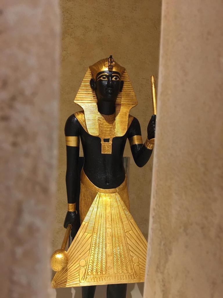 تمثال الحارس للملك توت عنخ آمون