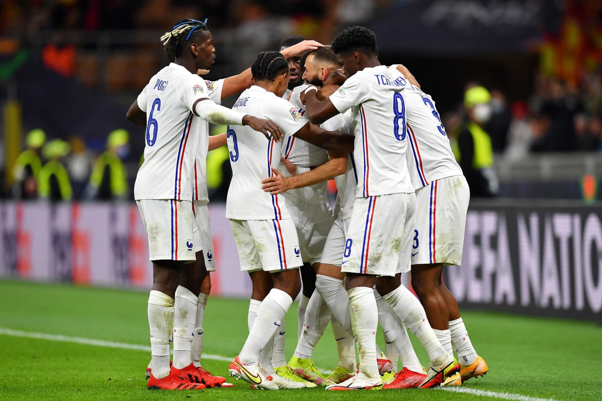 احتفال لاعبى فرنسا بالتعادل