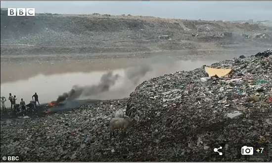 Environmental disaster in Ghana due to poor British clothing (4)
