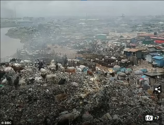 Environmental disaster in Ghana due to poor British clothing (7)