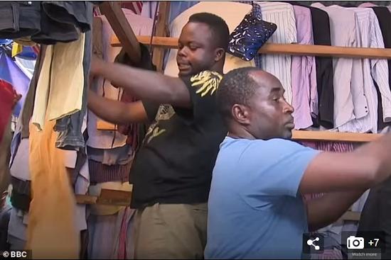 كارثة بيئية في غانا بسبب الملابس البريطانية الرديئة  (3)