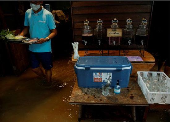 غرق المطعم لا يؤثر على رواده