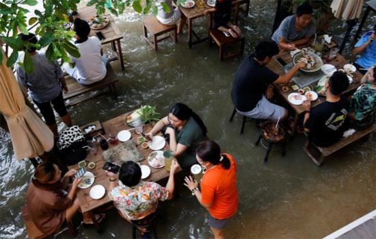 المطعم العائم فى تايلاند