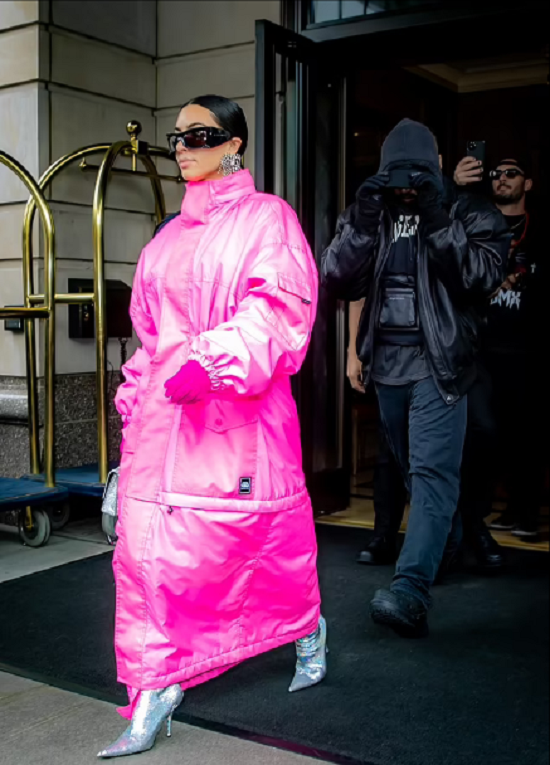 Kim Kardashian wears a pink coat to her meeting with Kanye West (4)