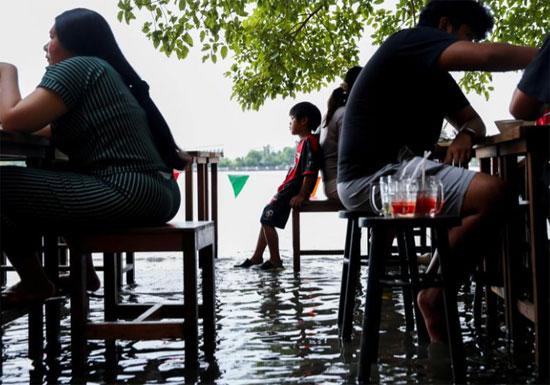 المطعم الغارق