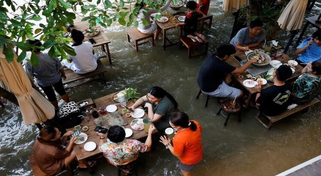 مطعم مغمور بالمياه