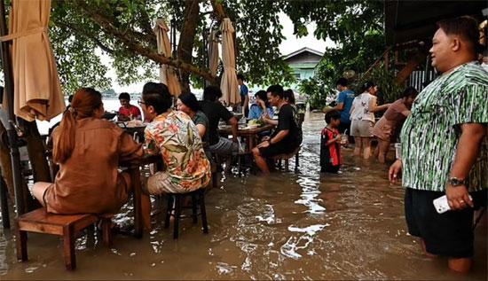 تم إغلاق ما يقدر بنحو 50000 مطعم بشكل دائم وفقًا لجمعية المطاعم التايلاندية ، ويعرب تيتيبورن عن امتنانه لإبقاء أبوابه مفتوحة