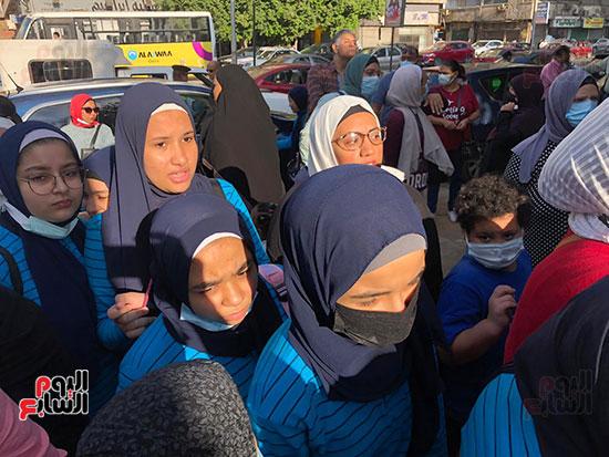 فرحة عودة المدرسة تزين وجوه التلاميذ (4)