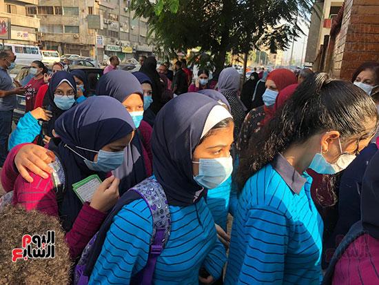 فرحة عودة المدرسة تزين وجوه التلاميذ (8)