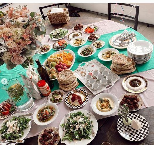 مائدة الاحتفال عيد ميلاد بيلا حديد