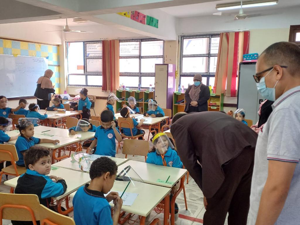 رئيس مركز ومدينة بيلا يتفقد المدرسة المصرية اليابانية بقرية إبشان (5)