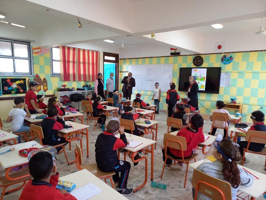 رئيس مركز ومدينة بيلا يتفقد المدرسة المصرية اليابانية بقرية إبشان (10)