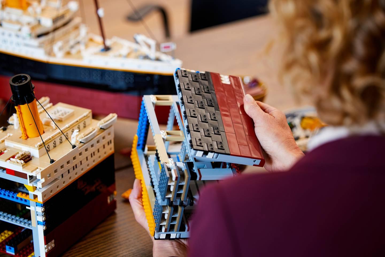 جزء من نموذج السفينة بمكعبات ليجو