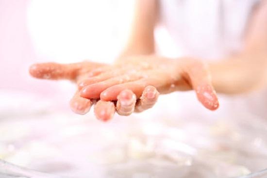 طرق طبيعية لتقشير اليدين