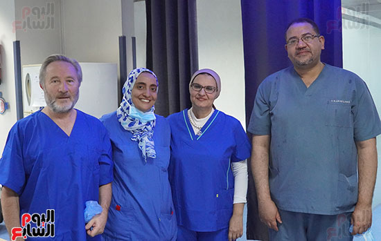 The-foreign-expert-with-the-medical-team-