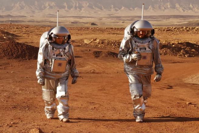 رواد فضاء خلال مهمة تدريبية لكوكب المريخ،