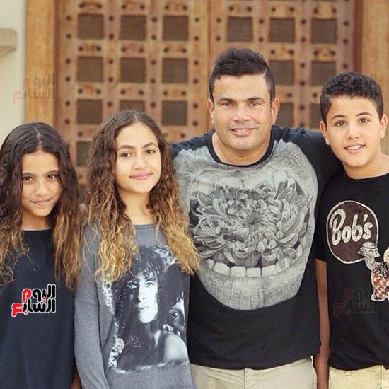 عمرو دياب و اولادة