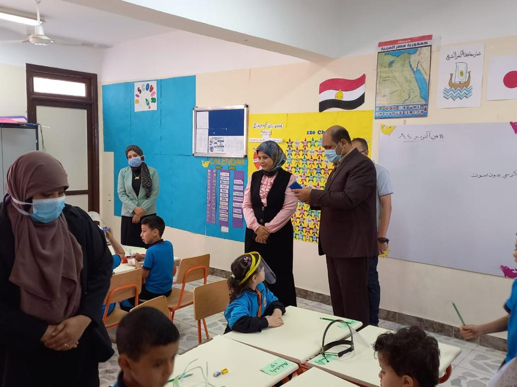 رئيس مركز ومدينة بيلا يتفقد المدرسة المصرية اليابانية بقرية إبشان (3)