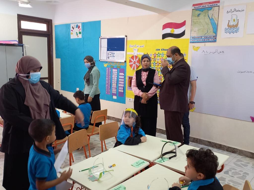 رئيس مركز ومدينة بيلا يتفقد المدرسة المصرية اليابانية بقرية إبشان (4)