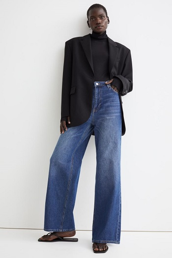 جينز بساق عريضة