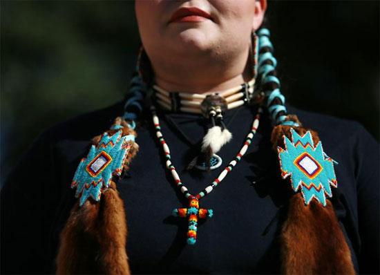 استعراض شعارات يدوية للسكان الأصليين