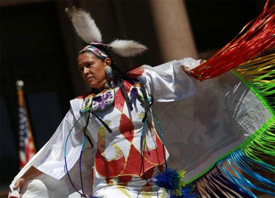 رقصة حدث للاحتفال بيوم الشعوب الأصلية في تكساس