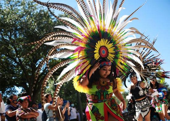 رقصات الاحتفال بيوم الشعوب الأصلية في أراضي الكابيتول