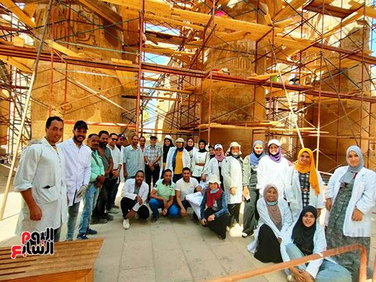 فريق-ترميم-مصرى-يظهر-ألوان-صالة-الأعمدة-بالكرنك