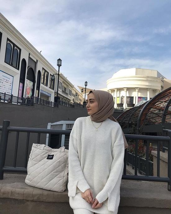 أفكار لتنسيق ملابس التريكو مع الحجاب (13)