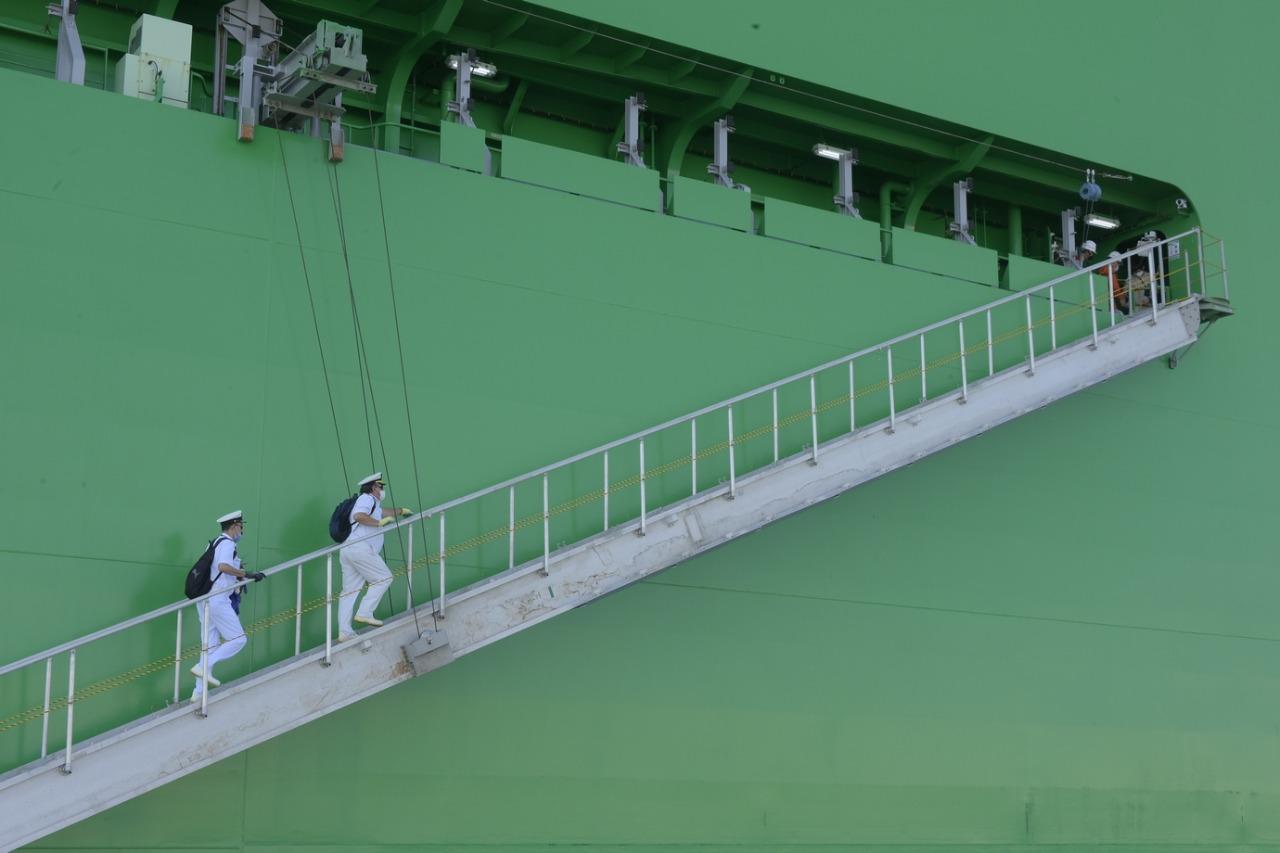 عبور أكبر سفينة حاويات فى العالم لقناة السويس (2)